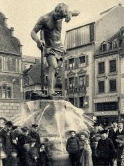 Statue monumentale dite Schweissdissi - Deutsch: Mülhausen/Mulhouse (Haut-Rhin): Der Arbeiterbrunnen in Mülhausen, Elsass, vom Bildhauer Friedrich Beer, 1906