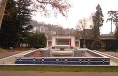 Parc thermal -  Fontaine marocaine dans la station thermale d'Aix-les-Bains en France dans le département de la Savoie. Cette fontaine fut inaugurée pour rappeler les négociations qui eurent lieu dans la ville pour l'indépendance du Maroc.