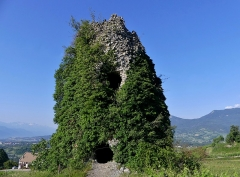 Site archéologique de Chignin - English:   Sight, in the early morning, of Montagny medieval tower of Chignin, in Savoie, France.