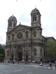 Église Saint-François-Xavier - English: View of the Church Saint-François-Xavier in Paris