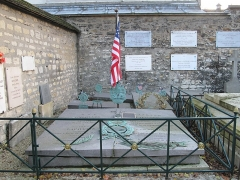 Cimetière de Picpus et ancien couvent des chanoinesses de Picpus - English: Grave of the marquis de Lafayette and of his wife Adrienne in the cemetery of Picpus, Paris 12th arr., France