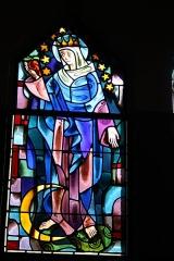 Couvent de franciscains dit Saint-François -  Bleiglasfenster in der Kapelle (Seitenschiff) des Couvent des Franciscains in Paris (7, rue Marie-Rose im 14. arrondissement), Darstellung: Maria auf der Mondsichel