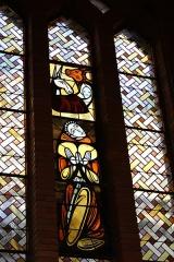 Couvent de franciscains dit Saint-François - Deutsch: Bleiglasfenster in der Kapelle (Langhaus) des Couvent des Franciscains in Paris (7, rue Marie-Rose im 14. arrondissement), Dartsellung: Geburt Jesu (oben)