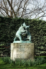 Square Saint-Lambert -  Statue of bears fighting @ Square Saint-Lambert @ Paris 15