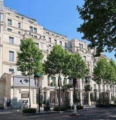 Ancien hôtel particulier de Roland Bonaparte - Français:   Shangri-La Hotel Paris, 10 avenue d\'Iéna (Paris, 16e).