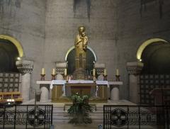 Eglise Saint-Pierre de Chaillot - Français:   Autel de la chapelle de la Vierge de l\'église Saint-Pierre de Chaillot (Paris XVIe)