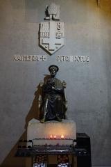 Eglise Saint-Pierre de Chaillot -  Eglise Saint-Pierre de Chaillot à Paris. Statue de saint Pierre.