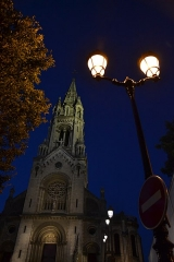Église Notre-Dame-de-la-Croix -  Paris Ménilmontant. place Maurice Chevalier