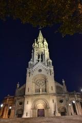 Église Notre-Dame-de-la-Croix -  Paris, l'église de Ménilmontant, le soir