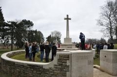 Mémorial terre-neuvien et parc commémoratif - English: Perth Academy pupils pay their respects at Hunters Cemetery, Newfoundland Park, Beaumont Hamel, Somme.