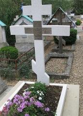 Cimetière de Liers - Русский:   Русское кладбище Сент-Женевьев-де-Буа, в одной могиле Юсупова, ее сын Юсупов, невестка и внучка, близ Парижа