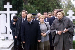 Cimetière de Liers - English: FRANCE. President Putin and his wife Lyudmila visiting the Russian cemetery in Sainte-Genevieve-des-Bois near Paris.