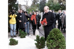 Cimetière de Liers - English: FRANCE. President Putin near the grave of Vera Obolenskaya at the Russian cemetery in Sainte-Genevieve-des-Bois near Paris.