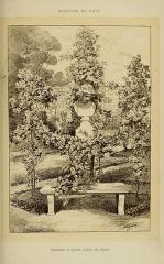 Roseraie du conseil général du Val-de-Marne, ancienne roseraie Gravereaux -  Roseraie de l\'Haÿ   Guirlande et pylône (Gloire de Dijon).