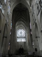 Cathédrale Saint-Pierre Saint-Paul - Français:   Vue méridionale de la croisée du transept et du croisillon nord de la cathédrale Saint-Pierre et Saint-Paul de Troyes (10).