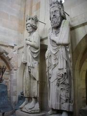 Cathédrale Notre-Dame - Cathédrale Notre-Dame de Reims (Marne, France). Tour nord, vue de l'intérieur, statues de rois (?)