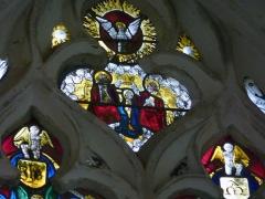 Eglise Notre-Dame-en-sa-Nativité - Deutsch: Katholische Kirche Notre-Dame-en-sa-Nativité in Puellemontier im Département Haute-Marne (Champagne-Ardenne/Frankreich), Bleiglasfenster von 1527; Darstellung: Geburt Marias (links unten), Verkündigung (links oben), Heimsuchung (rechts oben), Präsentation Jesu im Tempel (rechts unten); Ausschnitt Maßwerk: Marienkrönung