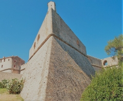 Fort-Carré - English: A photo taken in the grounds of Fort Carre