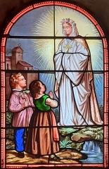 Eglise - Français:   Vitrail de Notre-Dame de la Salette dans l\'église de Coursegoules