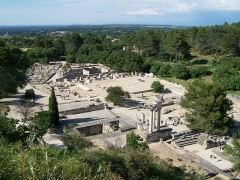 Fouilles de Glanum - This building is indexed in the base Mérimée, a database of architectural heritage maintained by the French Ministry of Culture,under the reference PA00081444 .