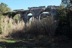 Aqueduc antique (restes de l') - Français:   Arches Sénéquier, partie de l\'aqueduc de Mons à Fréjus en France.