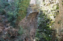 Aqueduc antique (restes de l') - Arches Sénéquier, partie de l'aqueduc de Mons à Fréjus en France.