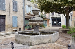 Fontaine - Deutsch: Caromb, La place du Château, Fontaine de Caromb