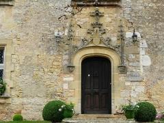 Château de Monsec - Français:   Porte de la façade ouest, château de Monsec, Mouzens, Dordogne, France.