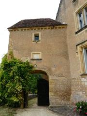 Château de Monsec - Vue intérieure du châtelet d'entrée, château de Monsec à Mouzens, Dordogne, France.