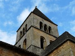 Eglise Saint-Léonce - Français:   L\'angle sud-ouest du clocher de l\'église Saint-Léonce, Saint-Léon-sur-Vézère, Dordogne, France.