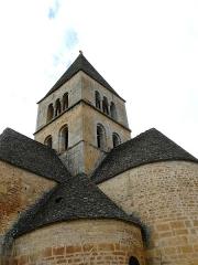 Eglise Saint-Léonce - Français:   L\'angle sud-est de l\'église Saint-Léonce, Saint-Léon-sur-Vézère, Dordogne, France.