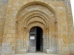 Eglise Saint-Pantaléon - Le portail de l'église Saint-Pantaléon de Sergeac, Dordogne, France.