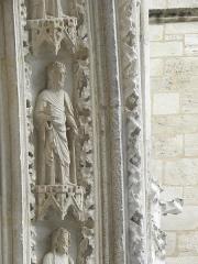 Cathédrale Saint-André - Portail sud de la cathédrale métropolitaine Saint-André de Bordeaux (33). 3ème voussure. Apôtre (de gauche à droite).