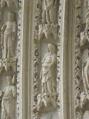 Cathédrale Saint-André - Portail sud de la cathédrale métropolitaine Saint-André de Bordeaux (33). 2ème voussure. Vierge (de gauche à droite).