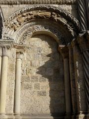 Eglise Sainte-Croix - Façade occidentale de l'abbatiale Sainte-Croix de Bordeaux (33). Arcade aveugle droite.