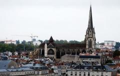 Cathédrale Notre-Dame - Cathédrale de Bayonne depuis la citadelle. Photo légèrement retouchée.
