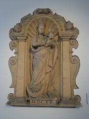 Hôtel de ville - Français:   Statue datée de 1620.