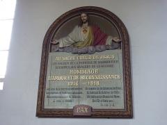 Cimetière - Français:   photo prise dans la nef montrant la différance de style avec le choeur. vue sur l\'hotel de célébration de la messe