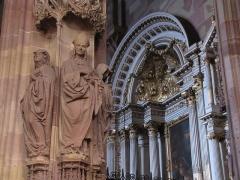Cathédrale Notre-Dame - Alsace, Bas-Rhin, Cathédrale Notre-Dame de Strasbourg (PA00085015). Chapelle Saint-Laurent: Statues d'hommes d'église et une partie de l'autel baroque (1698)