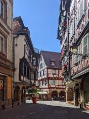 Maison - Français:   Rue des Marchands à Colmar (Haut-Rhin, France).
