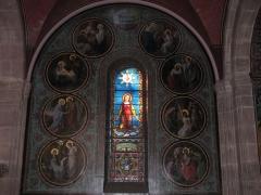 Eglise catholique Saint-Pantaléon - Alsace, Haut-Rhin, Église Saint-Pantaléon (XIIe-XIXe) de Gueberschwihr (PA00085433, IA68004163). Verrière neo-romane  avec 8 médaillons