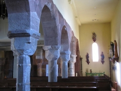 Eglise catholique Sainte-Colombe - Alsace, Haut-Rhin, Église Sainte-Colombe (XIIe-XVIIIe) de Hattstatt (PA00085456, IA68004258). Arcades (XIe) et bas-côté.