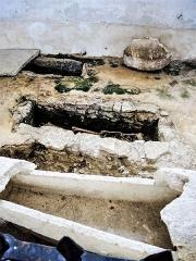 Chapelle Saint-Martin (chapelle du cimetière) - Français:   Sarcophages dans la nef de l\'église