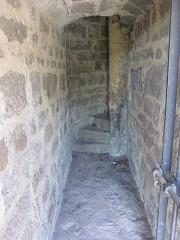 Ruines du château de Hagueneck - English: inside the keep, looking southwestwards