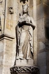 Eglise Saint-Germain-l'Auxerrois -  Sainte-Jeanne-de-Valois. Statue de l'église Saint-Germain l'Auxerrois à Paris.