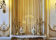 Ancien hôtel de Bourvallais, actuellement ministère de la Justice - English: Salon des Oiseaux in the Hôtel de Bourvallais located at 13 place Vendôme in Paris 1st arrondissement in France. The building currently houses the French Ministry of Justice.