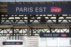 Gare de l'Est - پښتو: Panneaux sur les quais