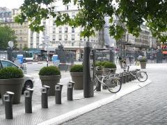 Gare de l'Est - Français:   Station Vélib\' sur le parvis de la gare de l\'Est à Paris