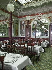 Immeuble abritant le restaurant Julien - English: Art Nouveau style. Historical monuments since 1997.