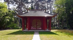 Jardin d'Agronomie Tropicale, situé dans le bois de Vincennes - English: Jardin tropical, Paris 12th arrondissement, France. Temple du souvenir indochinois.